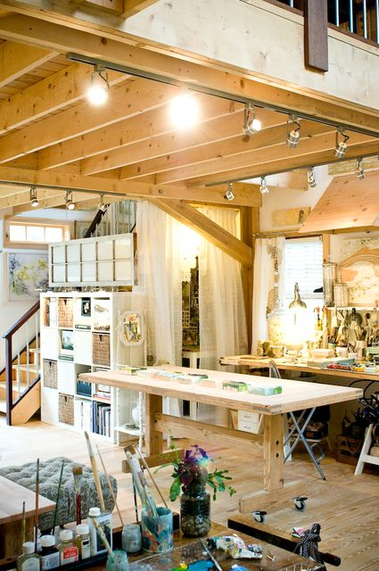 Robin Luciano Beaty is an award winning painter out of Newbury, Massachusetts.  So many more great studio photos on clickthrough