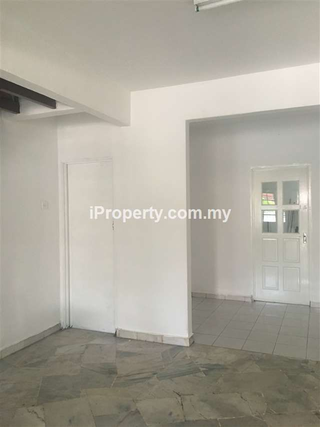 2-sty Terrace/Link House for Rent in Rooms/ House For PJS 10, Bandar Sunway, Selangor for RM 1,900 by SARA. 1,080 sq. ft., 3-bed, 3-bathroom.