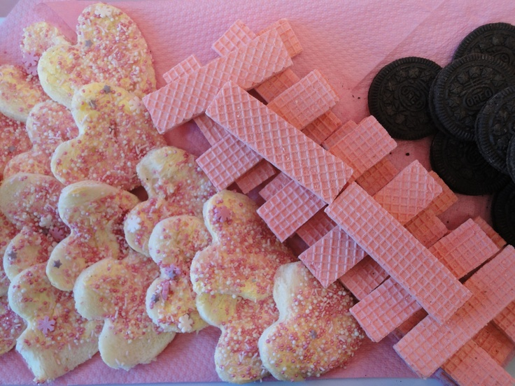 Fairy bread goes well with the party theme. Cut them into heart shapes, and add some fairy pink sprinkles to liven them up