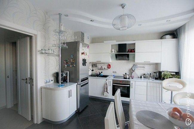 Угловая белая кухня 12 кв. м с барной стойкой. Красивая обеденная зона