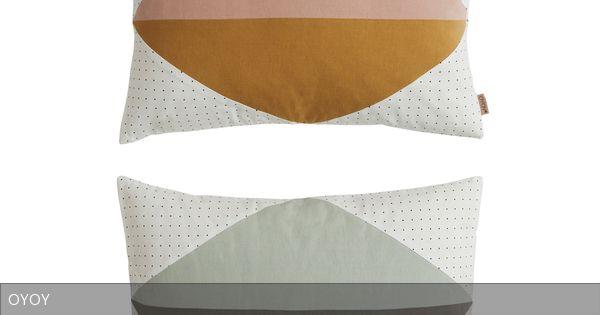 """Mit ausgefallenen Mustern überzeugen die Kissen """"DOTTI CUSHION"""" von OYOY. Sie bestehen aus Baumwolle und sind mit Daunen gefüllt. Praktisch ist, dass man sie bei 30 Grad Celsius waschen kann."""