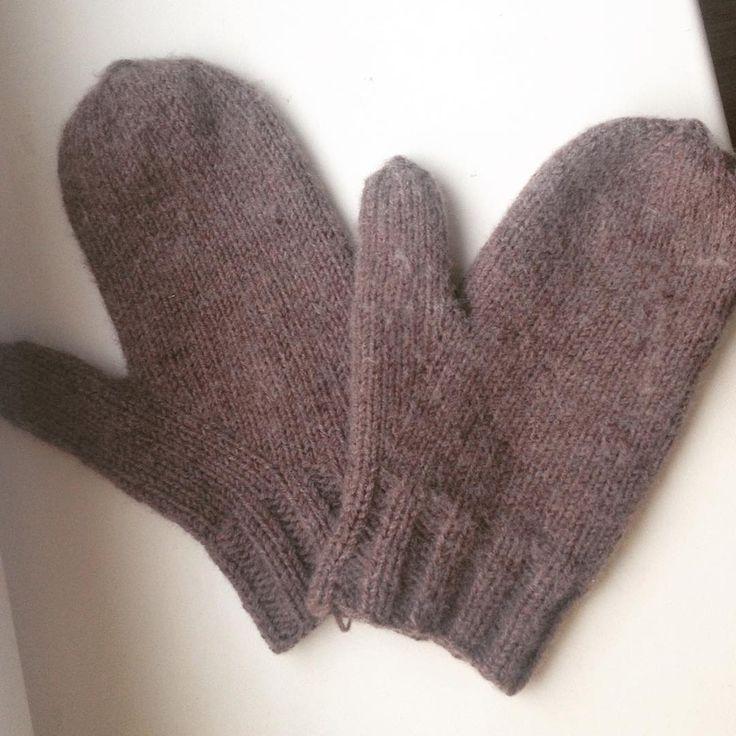 Ну вот наконец-то я освоила анатомический палец на варежках. Спасибо #mblessons от @marusia_biryukova #варежкиспицами#вязание#вязаниеспицами#knitting#knito
