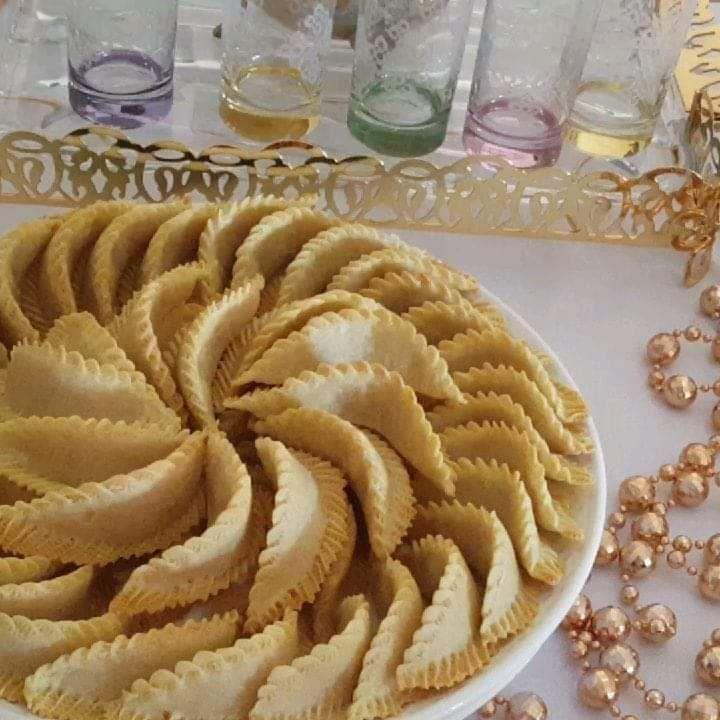 حلويات كعب غزال المغربي المقادير 500 غ اللوز مسلوق ومنشف مزيان 300 غ السكر قشرة الحامض محكوكة قليل من ماء الزهر تقريبا 3 مغارف كبار 2 In 2021 Food Apple Pie Desserts