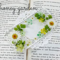 グリーンのアジアンタムが爽やかなiPhone5/5s用のケースです♡ノースポール&小花を使っております。ハードケースカラー:クリアレジンで本物の押し花を埋め込んでます。とても爽やかです♡