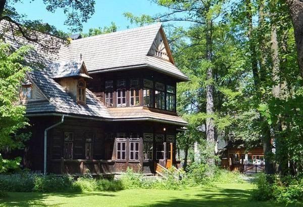 Znalezione obrazy dla zapytania drewniane domy zabytkowe
