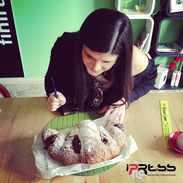 Per un grande capo, un mega cornetto alla nutella. Grazie alla nostra Marina Greco, giovane e promettente illustratrice. #cosebuone