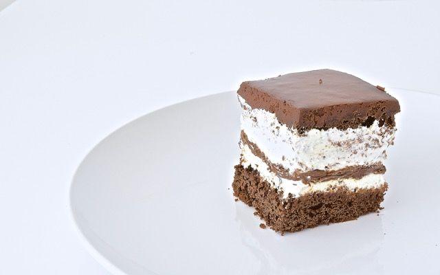 La riproduzione del famoso kinder pinguì, in versione torta.