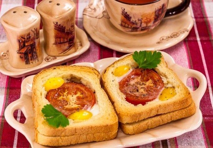 Горячие бутерброды с яйцом и балыком на завтрак