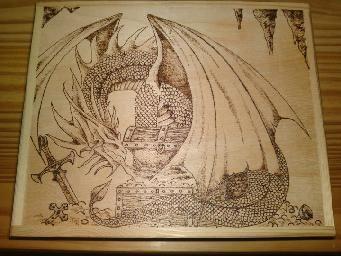Magnifique dragon pyrogravé! pyrogravure sur une boite en bois