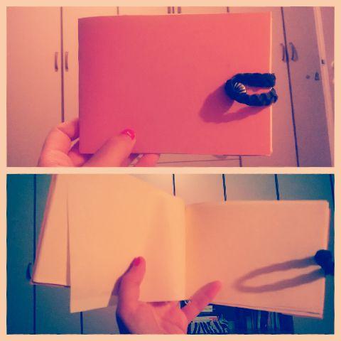 quadernino orizzontale con chiusura particolare e fogli in carta pergamenata
