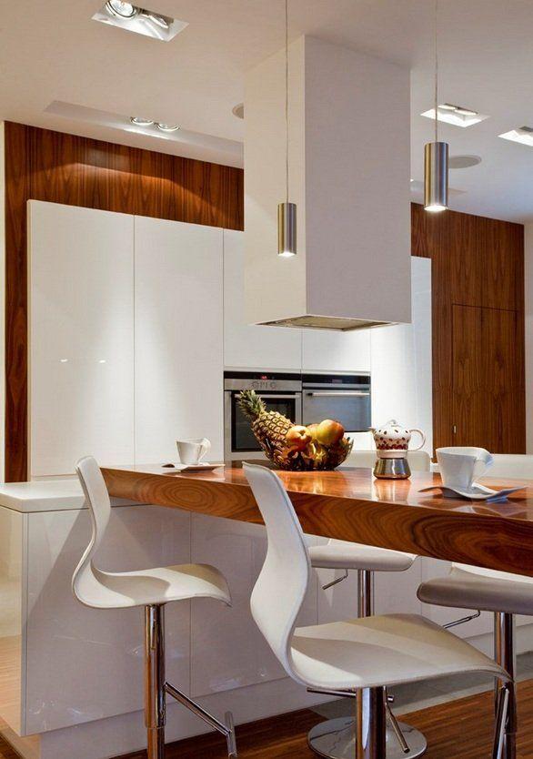 Kuchnia jest nowoczesna. Postawiono na białe, proste meble kuchenne i drewniane elementy.