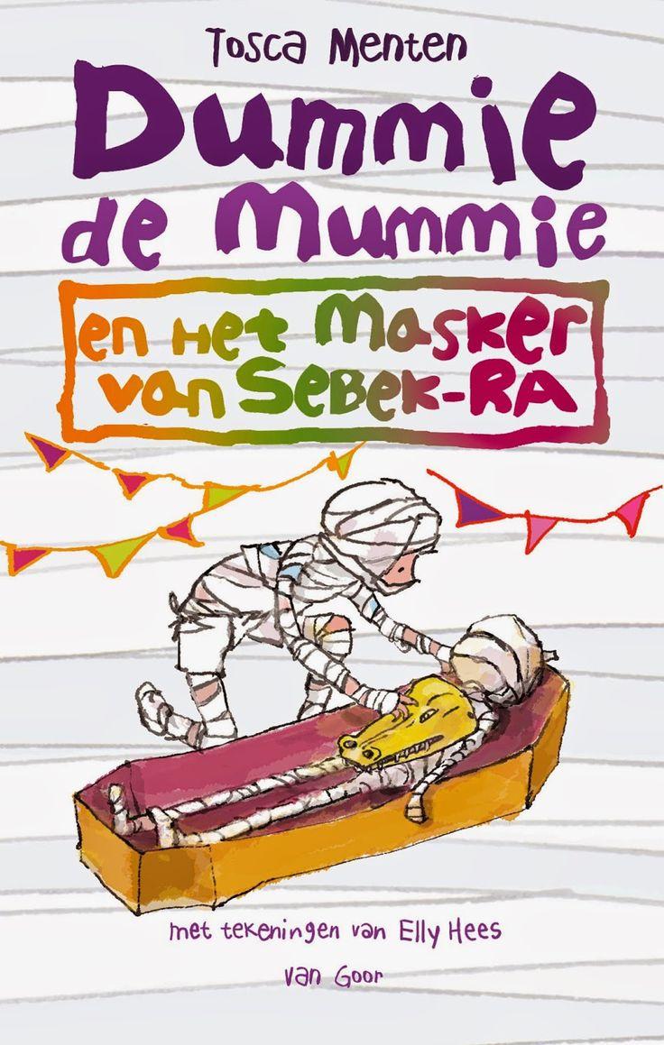 """Recensie van Ilya (★★★★★) over """"Dummie de mummie en het masker van Sebek-Ra"""" (Dummie de mummie 4) van Tosca Menten   Van Goor 2012 (1e druk), 293 bladzijden, illustraties van Elly Hees   De klas van Dummie en Goos mag meedoen aan een optocht. Maar er gebeurt iets verschrikkelijks, waardoor Dummie moet vluchten. Niemand weet waar hij is.   http://www.ikvindlezenleuk.nl/2014/06/tosca-menten-dummie-de-mummie-en-het.html"""