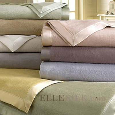 silk blanket,soft blanket,light and amazingly warm blanket in four colors