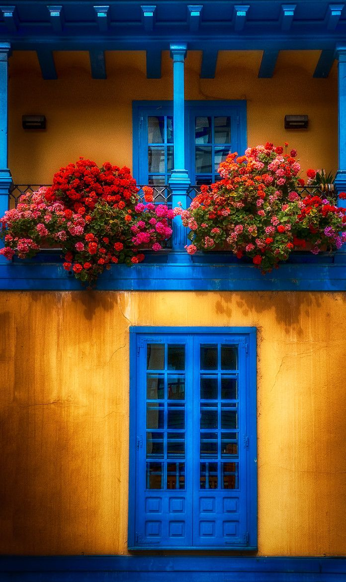 98 best images about colorful doors on pinterest windows - Casas en pueblos ...