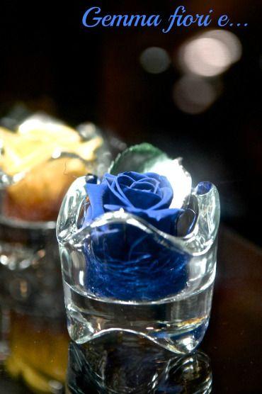 Rosabella: bocciolo di rosa stabilizzata in vasetto con cristalli Swarowski e foglia in argento