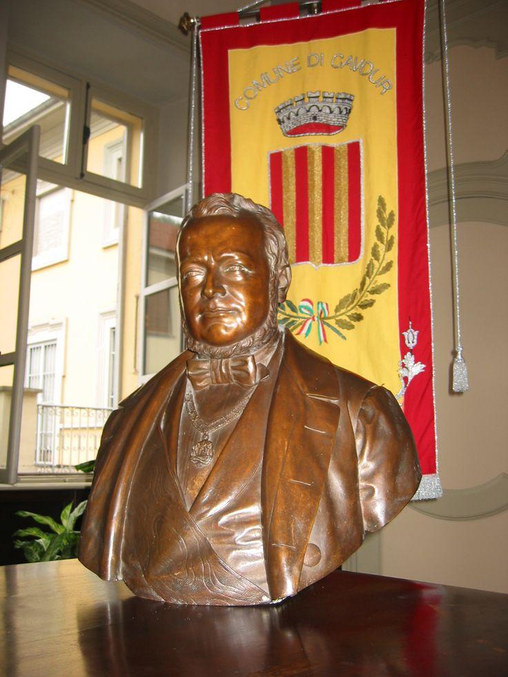 Il busto di Camillo Benso Conte di Cavour conservato in Municipio (Archivio Comune di Cavour) [Apre una nuova finestra]