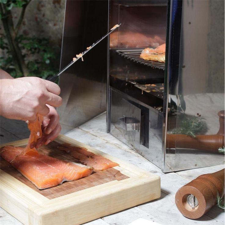 Un saumon préparé et fumé à la maison n'a pas grand chose à voir avec les produits industriels que nous trouvons généralement sous plastique. Mais comment s'y prendre pour réussir à coup sûr ?