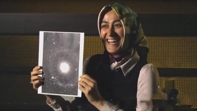 Haberimizin başrolünde bir Türk araştırmacı var; Amerika'da yer alan Minnesota Astrofizik Enstitüsü'nde doktora öğrencisi olan Burçin Mutlu Pakdil, yürüttükleri araştırma sürecinin sonunda şimdilik PGC 1000714 –Burçin'in Galaksisi– adı verilen yeni bir galaksi keşfetti.