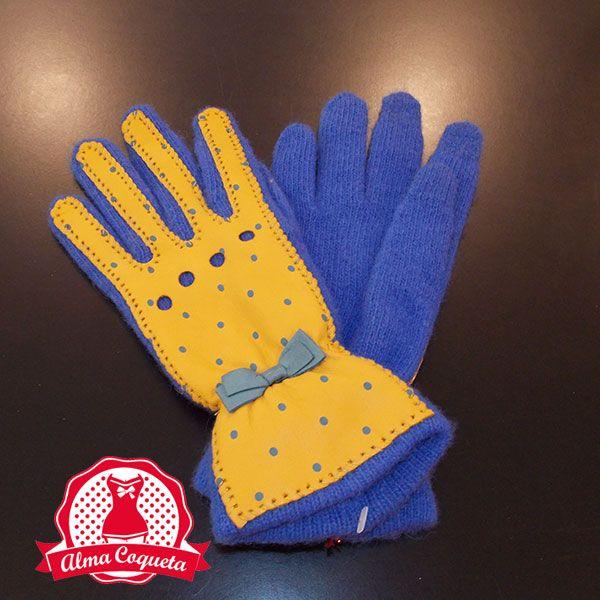 Guante de punto en azul francia, con cuero en color amarillo  y topos en azul. Muy calentito para éste invierno. #guantes #fashion #retro  #azul  #amarillo #almacoqueta #leonesp #invierno #piel #cuero #lazo #lunares