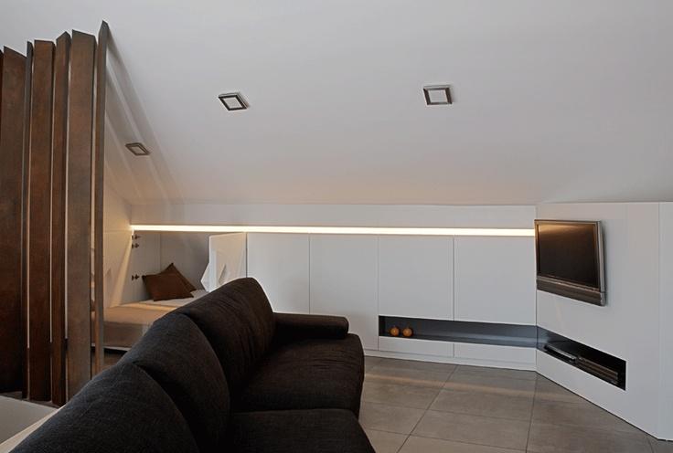 Sistema di mobili per mansarda (letto nascosto nel mobile)