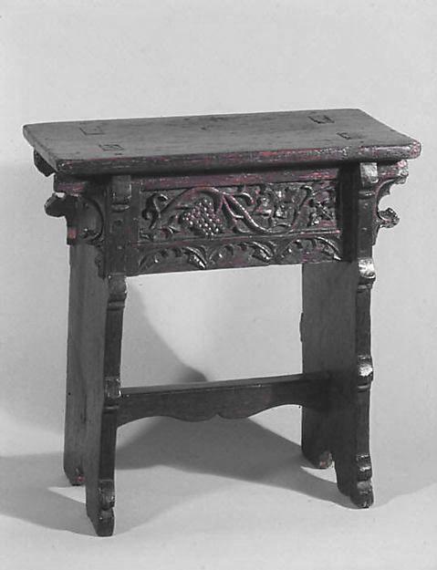 Basset, placet ou escabeau. Flandres, en chêne, fin du XVème siècle