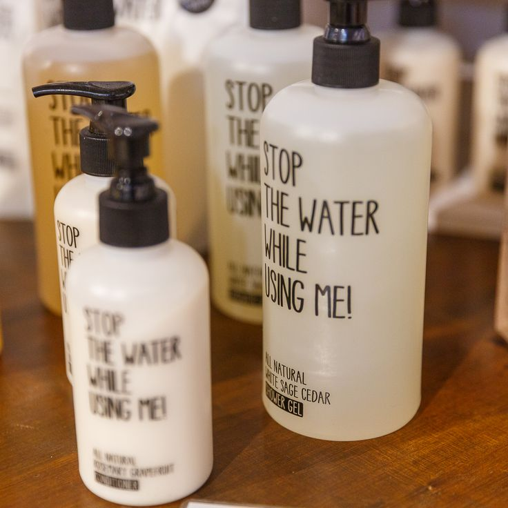 Nichts als reine Natur - Wasser ist unsere wertvollste Ressource. Weil nur 0,3 % des weltweiten Wasservorkommens trinkbar sind, sollten wir es schützen. STOP THE WATER WHILE USING ME! ist 100 % natürlich, biologisch abbaubar und komplett frei von Synthetik. Hochwertige Essenzen und Öle auf pflanzlicher Basis schützen und pflegen und lassen danach nichts als reine Natur in den Wasserkreislauf zurückfliessen.