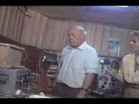 В лаборатории Анатолия Охатрина. Кадр из документального фильма, снятого в 1993 году программой Первого канала «Черный ящик». Программа закрыта, фильм к показу запрещен