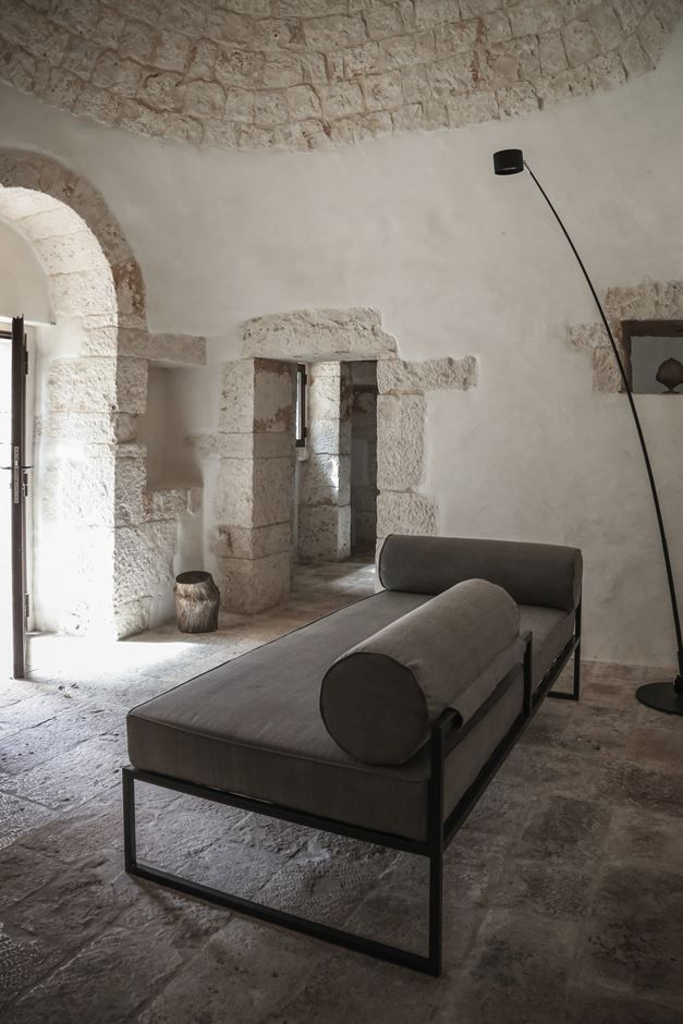 Luca Zanaroli's Casa JMG in #‪‎Polignano‬ preserves the precise and recognizible architectural language of #Apulian #residences, which characterize the rural lanscape of the area and inspired at the same time the architect #stone