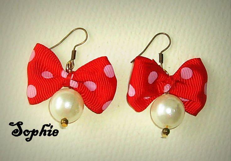 #polcadots #red #earrings #handmadegreece #girly #pocadot  χειροποίητα σκουλαρίκια φιογκάκια πουά με πέρλες https://www.facebook.com/SophiesworldHandmade/