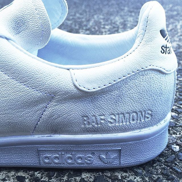close up: raf simons x adidas 'stan smith' distressed leather trainer. #rafsimons #adidas #stansmith