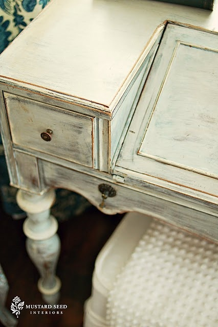 Thanks to all the wonderful bloggers out there, I've discovered Annie Sloan Chalk Paint. I love it!