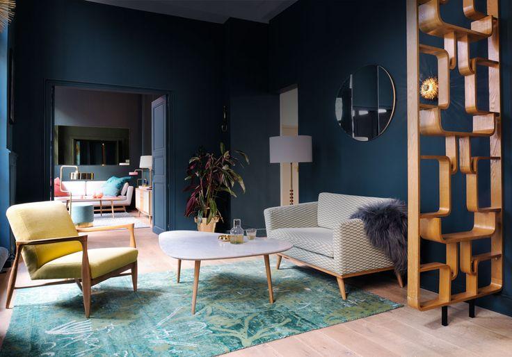 Un salon bleu au style vintage