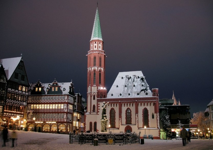 Pretty Standing In The Center Of The Romerberg Medieval Town Square You Ll See The City S Striking Contrasts At On Frankfurt Am Main Stadte Reise Frankfurt