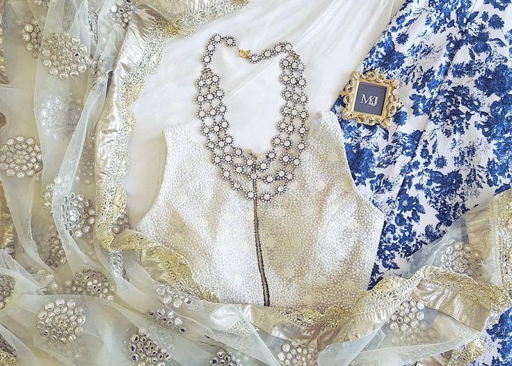 ⚡️NEW SKIRT ALERT⚡️ {SOPHIA} Floral Skirt X Amani Zip Top X SeaShell Dupatta X @nebojsaofficial Rani Necklace (at The Mani Jassal Showroom)