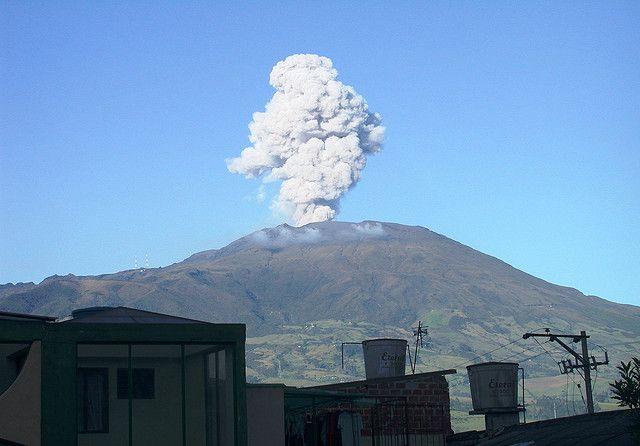 Explosión de Ceniza. Volcán Galeras. San Juan de Pasto. Colombia.