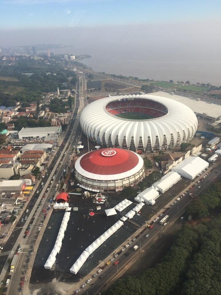Entorno do Gigante da Beira-Rio com as estruturas temporaris para a copa2014