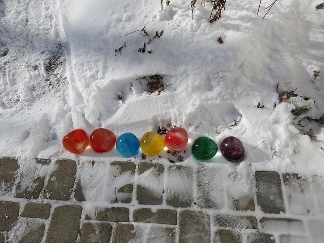 Ice BallonsIce Sculpture, Balloons Decor, Food Colors, Water Balloons, Winter Fun, Ice Ballon, Winter Activities, Ice Balloons, Ice Marbles