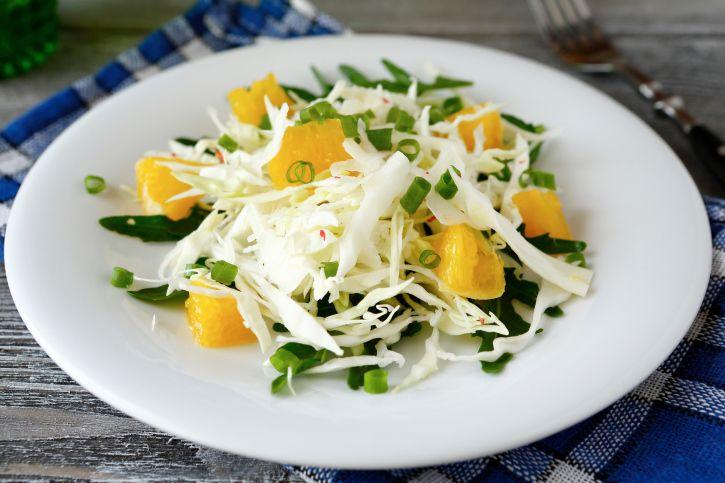 Ricetta insalata di verza in padella con salsa d'arance e mandorle