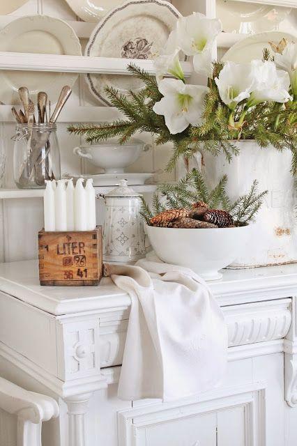 Love the box filled with candles. VIBEKE DESIGN: Velkommen vakre desember!