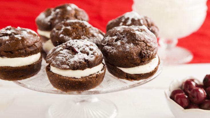 Maak van jouw oviebol een heerlijke zoete variant met chocolade, kersen en slagroom….om te smullen!