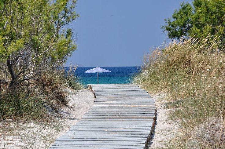 Nea Alikarnassos eller Lambi beach kallas den kilometerlånga sandstrand som vårt hotell ligger vid.  | http://halsoresor.se/ #hälsa #hälsoresor #Strandgårdens_Hälsoresor #Kos