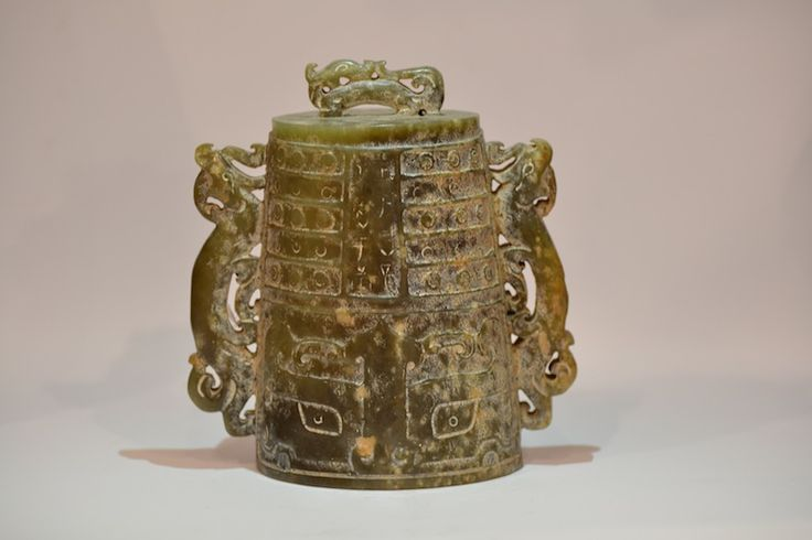 #Chinese #jade #bell decorated with the #taotie motif and #ideograms Also available on: http://www.arte-orientale.com/estremo-oriente/2145/campana-di-giada-con-raffigurazioni/