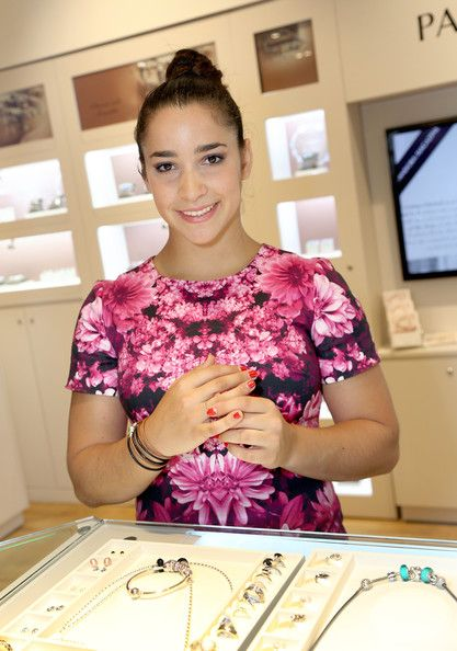 Aly Raisman - Aly Raisman Visits Thousand Oaks PANDORA Store