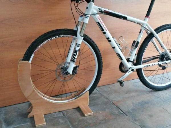 <span style='font-size: 12px;'><span style='color: #000000'><span style='font-family: Calibri'>29er specific bike stand....