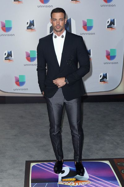 William Levy Photos - William Levy attends the Univision's 13th Edition Of Premios Juventud Youth Awards at Bank United Center on July 14, 2016 in Miami, Florida. - Univision's 13th Edition Of Premios Juventud Youth Awards - Arrivals