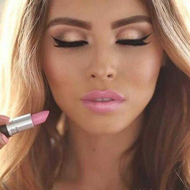 Pinker Lippenstift und ausdrucksstarke Augen.#TeenEventMake-upAcademy http://www.teenevent.de/events/make-up-academy/