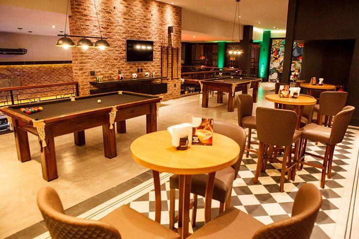 Barbearia Saloon - projeto poliana pinheiro - via blog almoço de sexta - sinuca - tijolo aparente - piso preto e branco