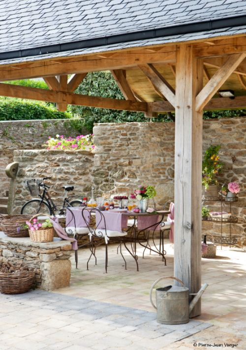 love the stone/timber combination