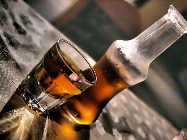 Το ρακόμελο είναι ένα αλκοολούχο ποτό που παρασκευάζεται από μέλι με την διαδικασία της ζύμωσης των σακχάρων του μελιού. Παρασκευάζεται συνδυάζοντας ρακή (τσικουδιά) ή τσίπουρο με μέλι και διάφορα μπαχαρικά, όπως η κανέλα, το γαρίφαλο,