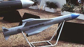 """AS-15TTAS.15TT - легкая, противокорабельная, всепогодная ракета ближнего действия производства фирмы """"Aerospatiale"""" состоит на вооружении ВМС Франции. Носителями ракет являются вертолёты типа """"Dauphin 2"""", базирующиеся на кораблях. Ракеты AS.15TT могут устанавливаться на надводных кораблях. Серийное производство ракеты AS.15TT началось в 1984 году."""